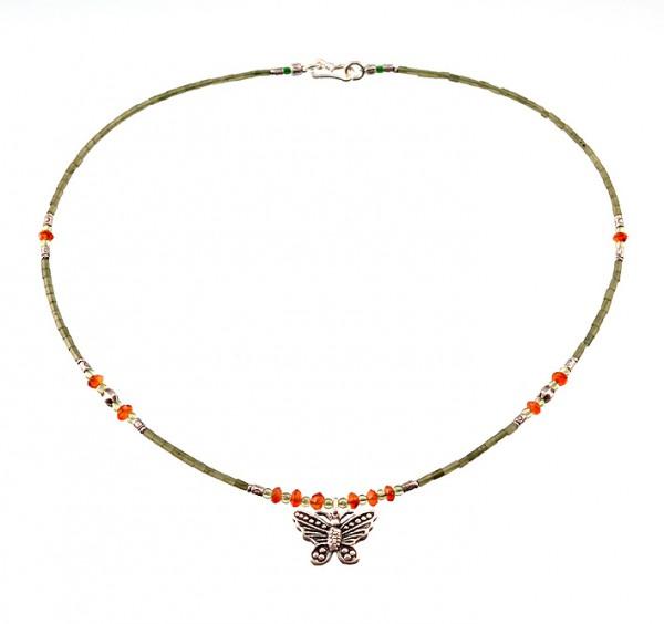 Jade Halskette mit Silberanhänger