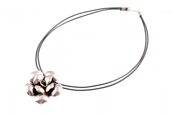 Halskette mit Silberanhänger