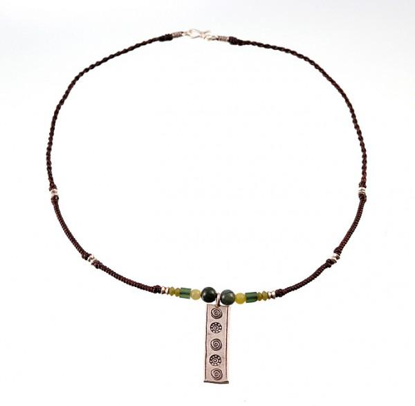 Halskette aus geflochtener Kordel