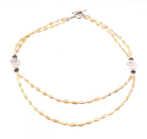 Halskette aus Muscheln
