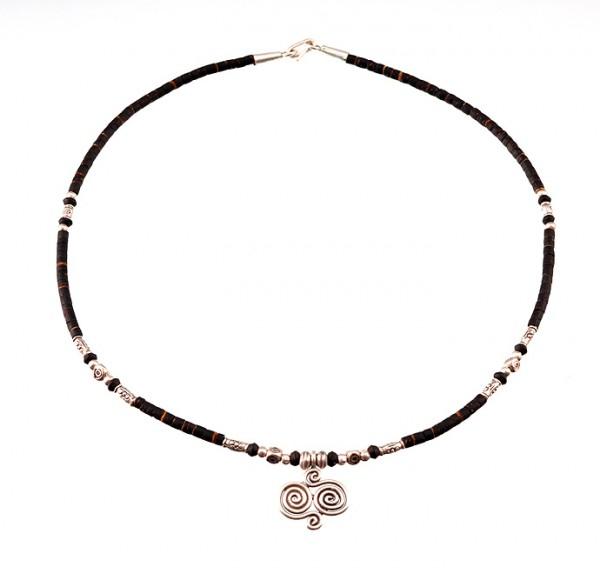 Halskette mit Silber und Kokosnussschale